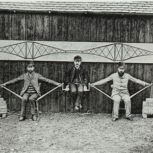640px-Cantilever_bridge_human_model
